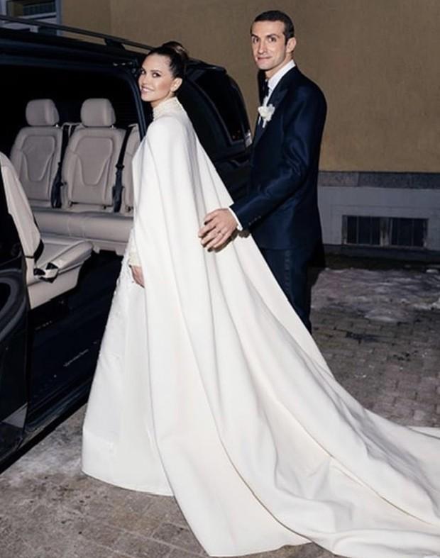 Фото №2 - Снежная королева: Даша Жукова показала новое фото со свадьбы со Ставросом Ниархосом