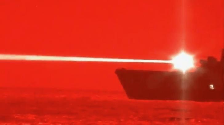 Фото №1 - ВМС США показали, как стреляет лазерная пушка по дрону (видео)