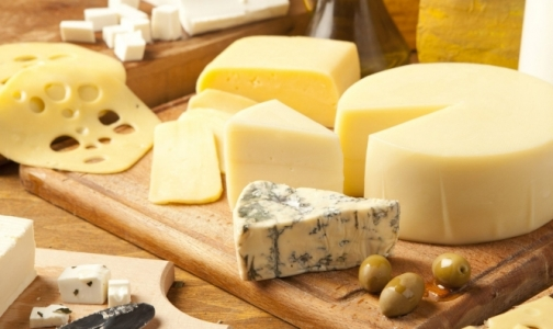 Фото №1 - В петербургских магазинах нашли фальшивый сыр