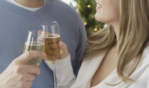 Фото №1 - Петербуржцы отметили Новый год интеллигентно — без отравлений метиловым спиртом и обморожений