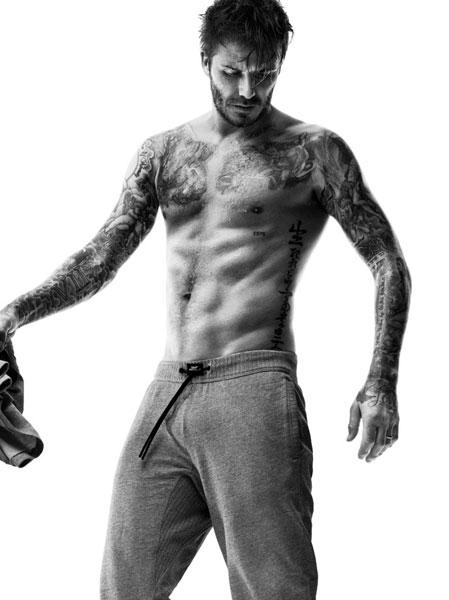 Фото №1 - Дэвид Бекхэм показал больше тела в лукбуке H&M