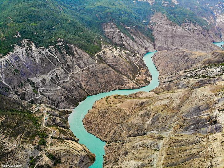 Фото №2 - Большой и еще больше: удивительные каньоны на поверхности Земли и не только