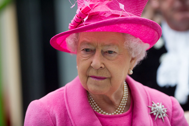 Фото №1 - Все оттенки Елизаветы II: 95 розовых нарядов королевы