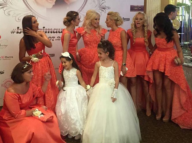 Фото №2 - На свадьбу с ребенком: чем занять малыша?