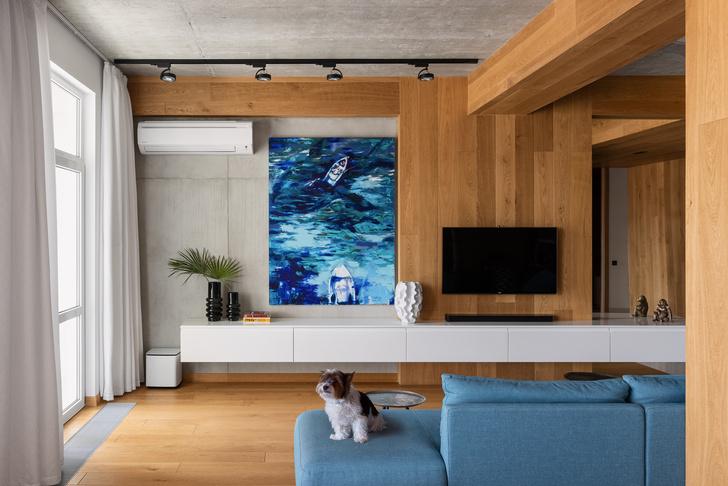 Фото №5 - Бетон, дерево и искусство в квартире на море