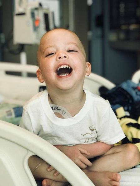 Фото №3 - Как сложилась судьба больного раком мальчика, чье фото потрясло Интернет