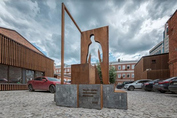 Фото №4 - В Москве установили памятник курьерам, благодаря которым было легче пережить самоизоляцию (фото)
