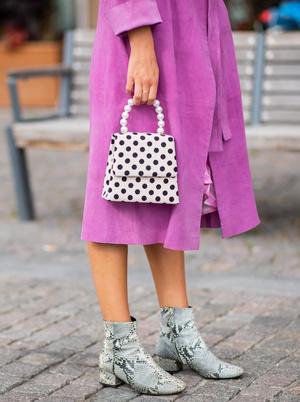Фото №8 - Как носить принт «горох» и не выглядеть старомодно: 4 стильных способа
