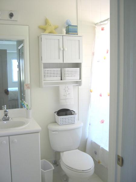 Фото №6 - 7 секретов, как вместить все необходимое в маленькую ванную