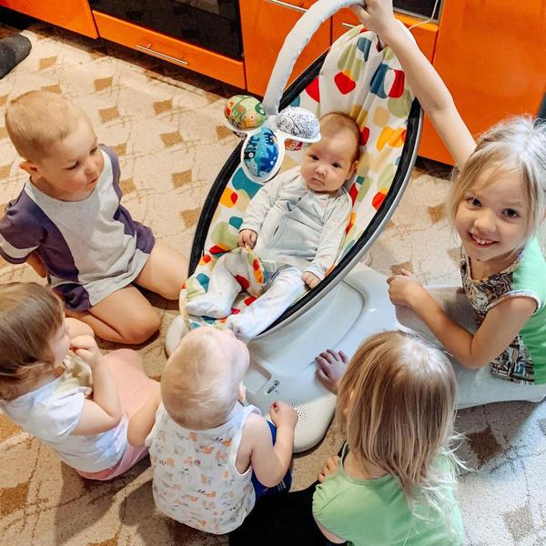 Фото №1 - «С детьми не справляются, с ними живут»: история мамы, которая растит 10 погодков