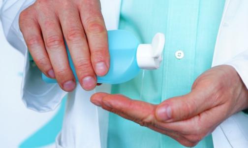 Фото №1 - Продезинфицировал руки — не три глаза. Спиртовые антисептики могут вызывать ожог глаз у детей