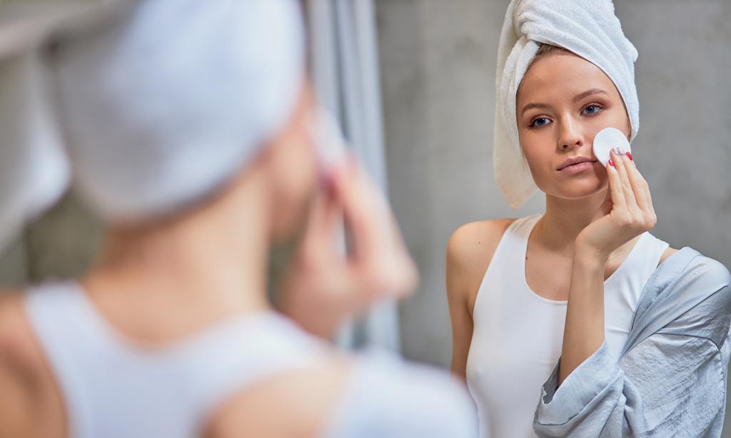 Вопрос косметологу: почему крем скатывается на лице