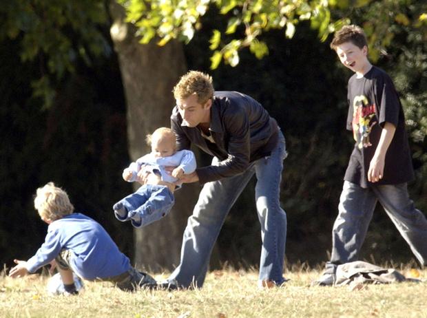Фото №29 - 25 по-настоящему милых фото самых знаменитых отцов в мире