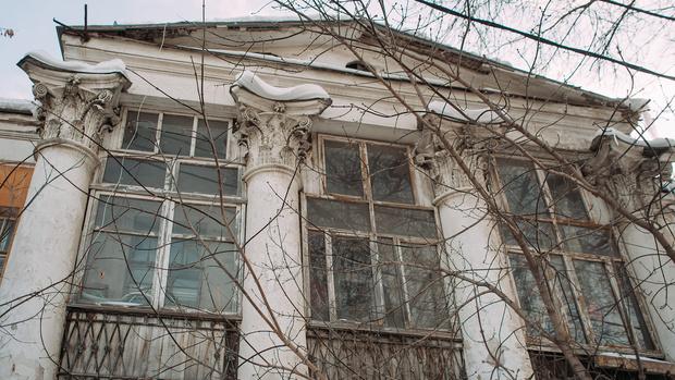 Фото №1 - Мэрия Екатеринбурга решила продать сразу шесть зданий-памятников