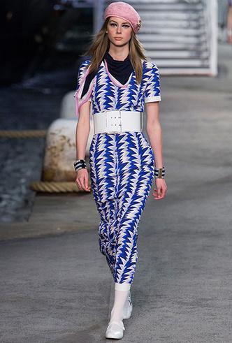 Фото №5 - 5 идей с показа круизной коллекции Chanel, которые пригодятся уже этим летом
