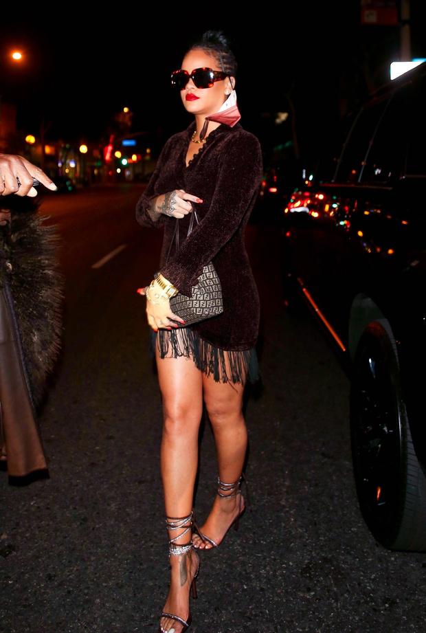 Фото №3 - Настоящая дива: Рианна в соблазнительном мини-платье спешит на свидание с бойфрендом