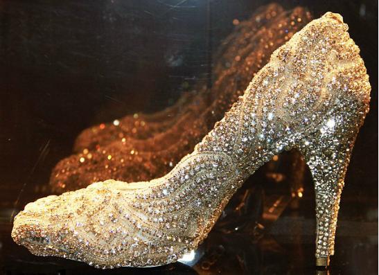 Фото №1 - Сколько стоит самая дорогая пара туфель?