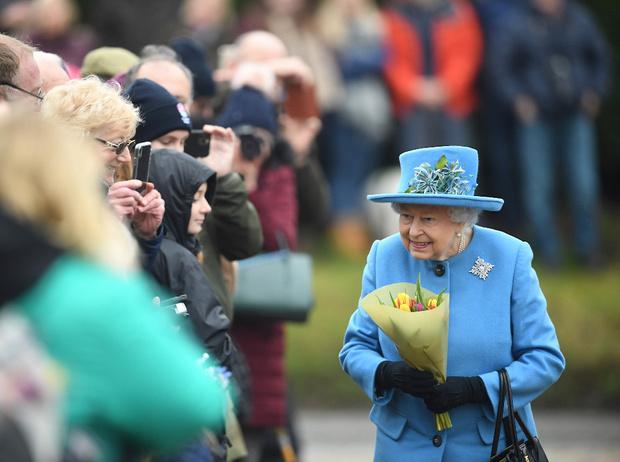 Фото №2 - Украшение с намеком: что и кому хотела сказать Королева с помощью броши