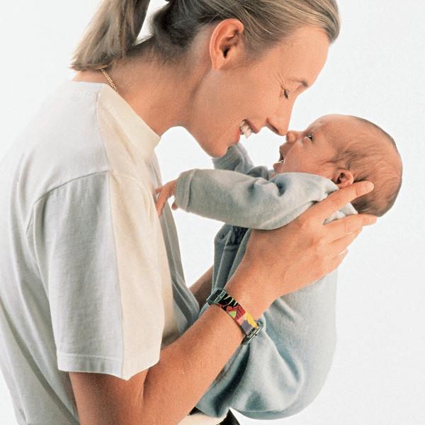 Фото №1 - Как держать младенца