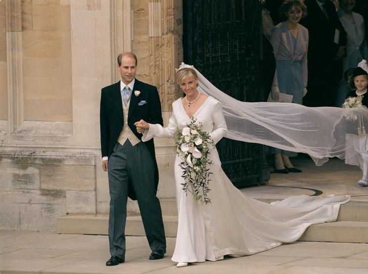Фото №2 - Почему свадьба Камиллы и Чарльза расстроила «любимую невестку» Королевы