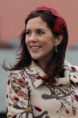 Фото №26 - Без затей: что на голове у беременных принцесс