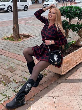 Фото №2 - Пынзарь похвалили за платье, которое стоит меньше 1000 рублей