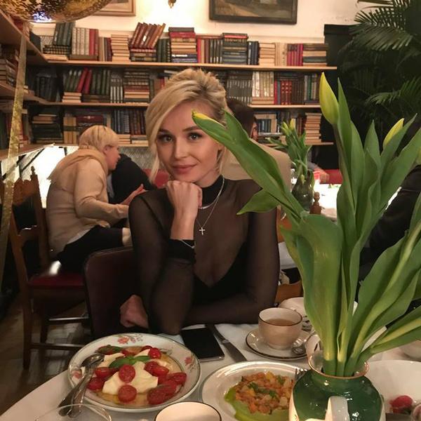 Фото №1 - Полина Гагарина произвела фурор своим скромным секси-нарядом
