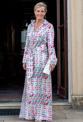 Фото №9 - 20 модных платьев-рубашек как у Меган Маркл и Джиджи Хадид