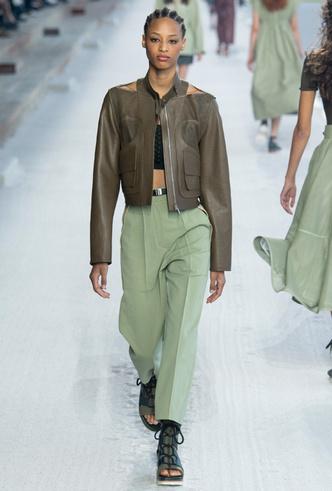 Фото №4 - Фисташка, шалфей и зеленый чай: как носить главную альтернативу цвету хаки