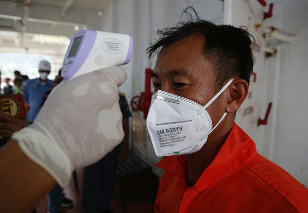 Фото №1 - «Твиттер», «Фейсбук» и Google заявили, что начали бороться с теориями заговора о коронавирусе