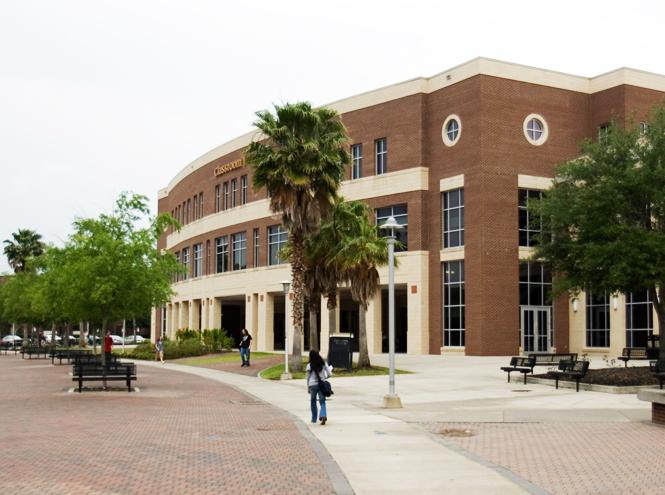 Фото №11 - 10 университетов, где учились монаршие особы, будущие президенты, актеры и писатели
