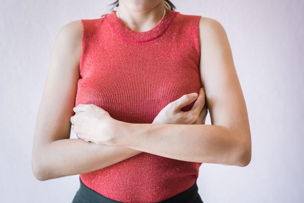 асимметрия груди, молочных желез, грудных мышц причины, что делать