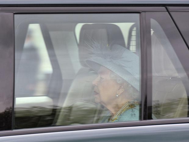 Фото №5 - Лавандовое пальто и никакой короны: первый (и очень важный) выход Елизаветы после траура