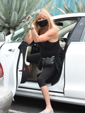 Фото №3 - Видео дня: обрюзглая Голди Хоун в тотальном облегоне и без белья