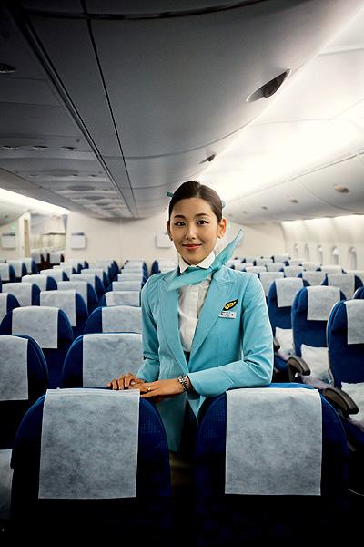 Фото №4 - Высокие стандарты: стюардессы из разных стран мира