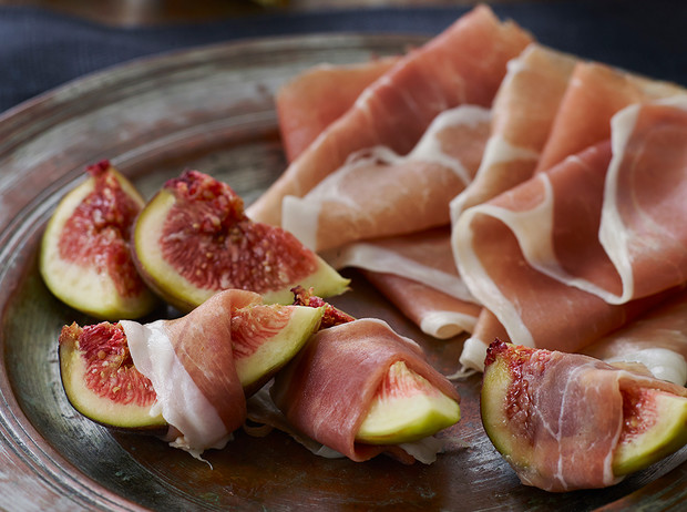 Фото №1 - Хамон и вино: 6 гурманских диет, которые вам понравятся