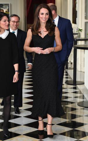 Фото №24 - Гардероб на миллион: самые дорогие наряды герцогини Кейт