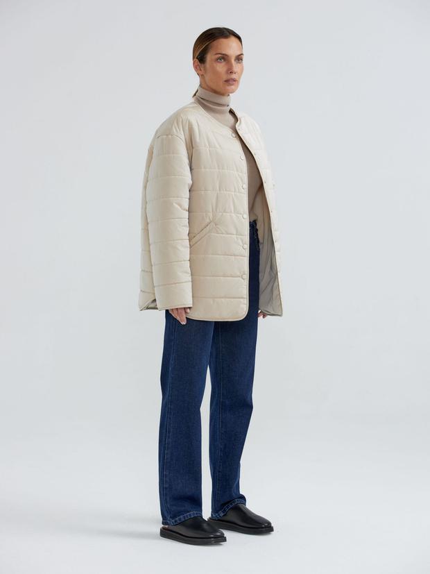 Фото №4 - У каких российских брендов искать классную стеганую куртку, как у Айрис Лоу