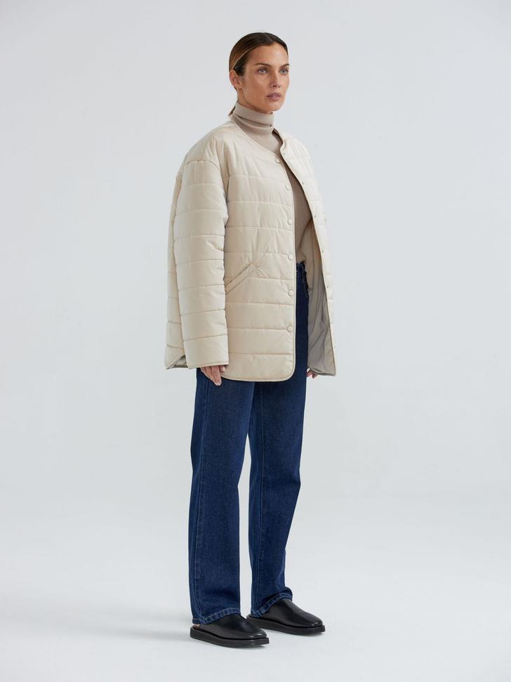 Фото №4 - У каких российских брендов искать классную стеганую куртку, как у Айрис Лоу?