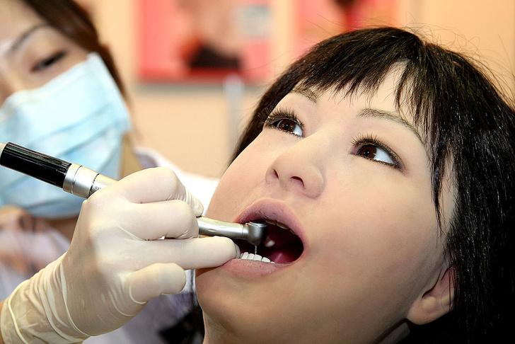 Фото №3 - Золотые, черные, острые: «зубная» мода народов мира