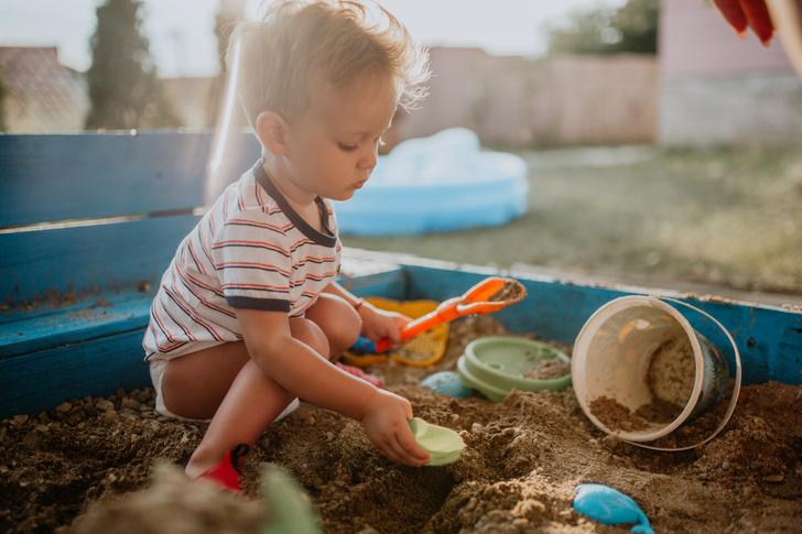 зачем ребенку играть в песочнице