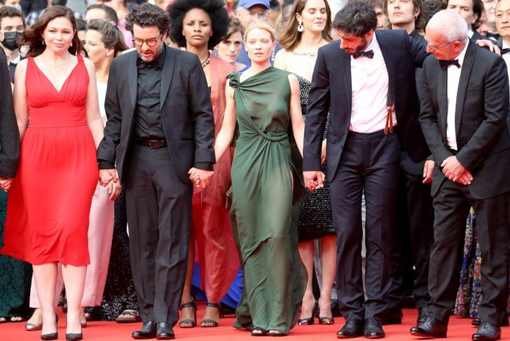 Фото №2 - Смотри в глаза: французская актриса Мелани Тьерри в «голом» платье Dior