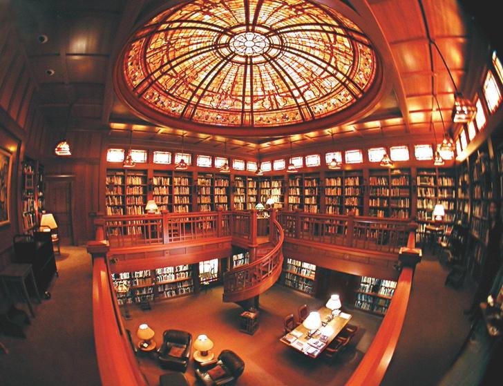 Фото №6 - Впечатляющие собрания: 9 личных библиотек знаменитостей