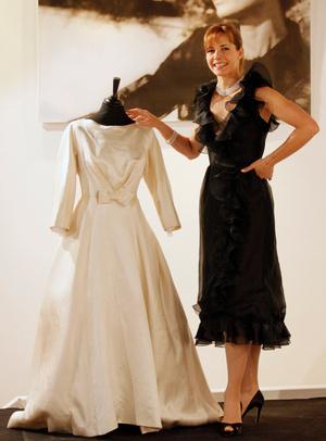 Фото №3 - По расчету: культовые свадебные платья звезд, выставленные на торги