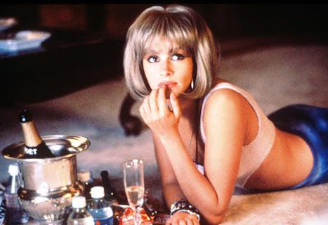 Фото №2 - Эмма Робертс перевоплотилась в «красотку» из культового фильма с Джулией Робертс