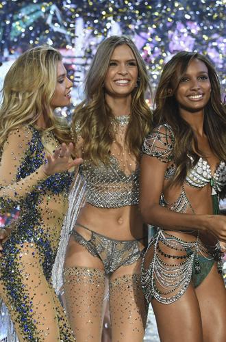 Фото №25 - 10 фактов, которые следует знать об ангелах и Victoria's Secret Show 2016