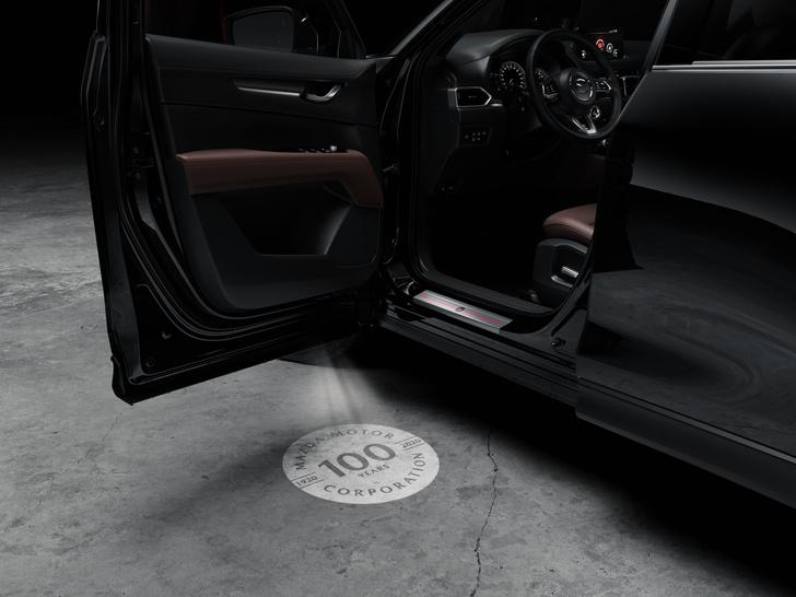 Фото №2 - Шедевр столетней выдержки: Mazda представила кроссовер к собственному юбилею