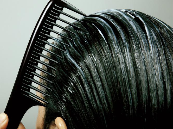 Картинки по запросу 7 вещей, которые нельзя делать с мокрыми волосами. Будьте осторожны!