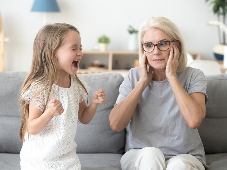 Фото №2 - Игнорирование или уговоры: как правильно реагировать на детские истерики