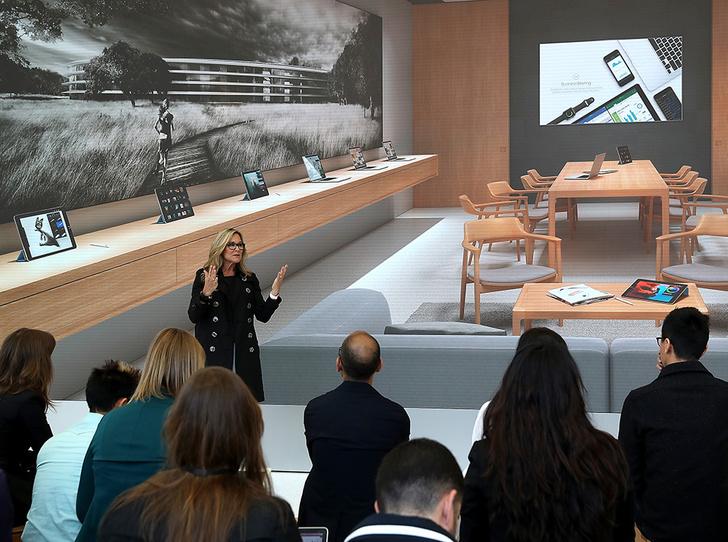 Фото №8 - Анжела Арендс: как гендиректор Burberry стала старшим вице-президентом Apple